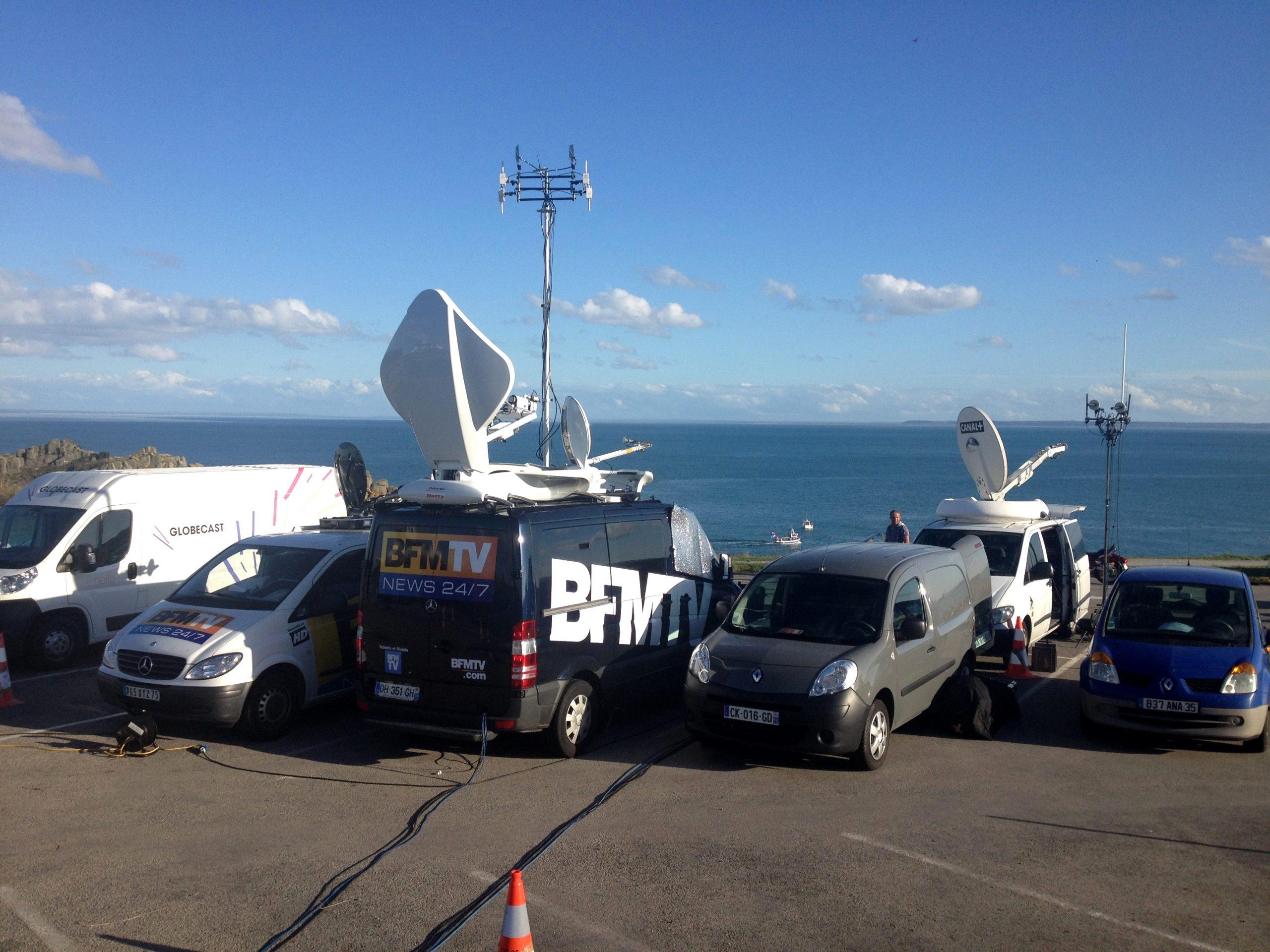 Photo de camions de BFM TV équipés par GLOBAL Technologies